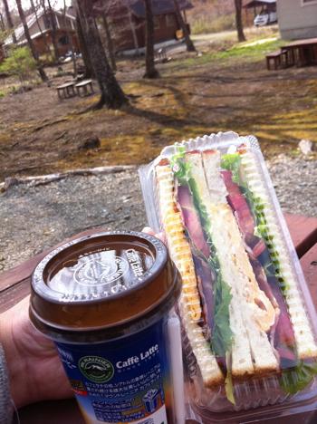 リネアのクリームパンで朝食(那須)