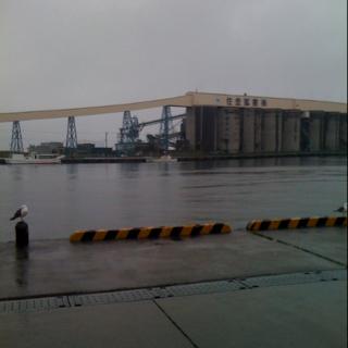 八戸キャニオンから海まで続くパイプライン