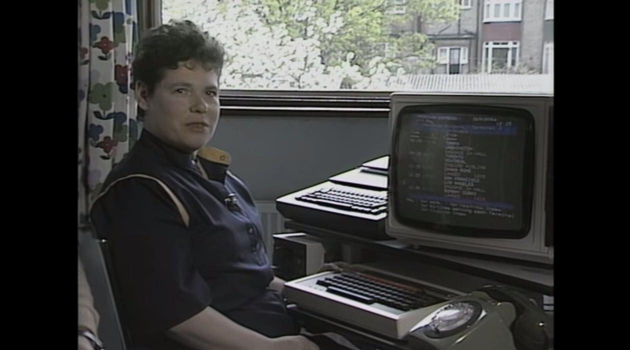 【動画】1980年代はどのようにメールを送信していたか?ピーガガガガ