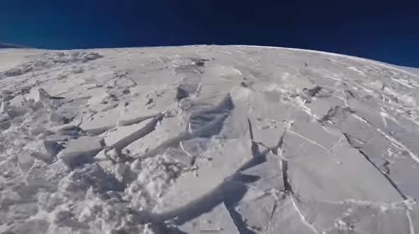 【動画】足元の雪に亀裂が入る!雪崩に巻き込まれた瞬間をスノーボーダーがGo Proで撮影