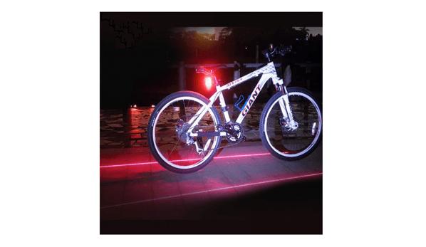 2本の赤いレーザーを自転車の両側に照射し追突などから守る「車線deまもる君(BYRZ-KUN)」