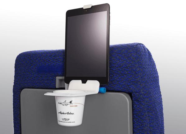 「Airhook」スマホやタブレットも置けるドリンクホルダーで飛行機の旅を快適に