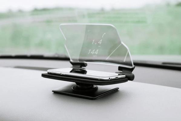 どんなクルマでも使用可能!スマホを置くだけのヘッドアップディスプレイ「HUDWAY Glass」