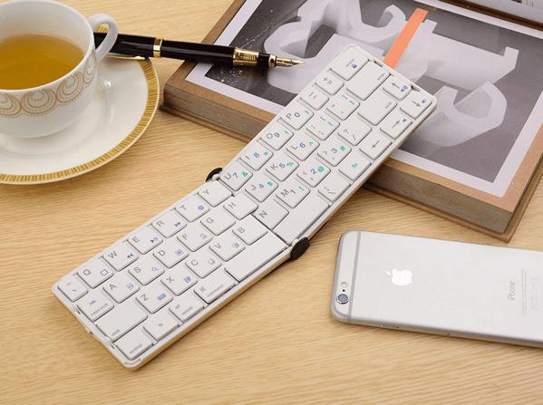 iPhoneとほぼ同サイズの無駄のないシンプルな折りたたみキーボード「Flyshark 2」
