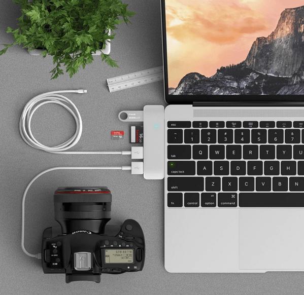 【MacBook】デザインはカッコイイけどこれでは問題解決しないんだよな、なUSBハブ「3 in 1 Combo Hub」