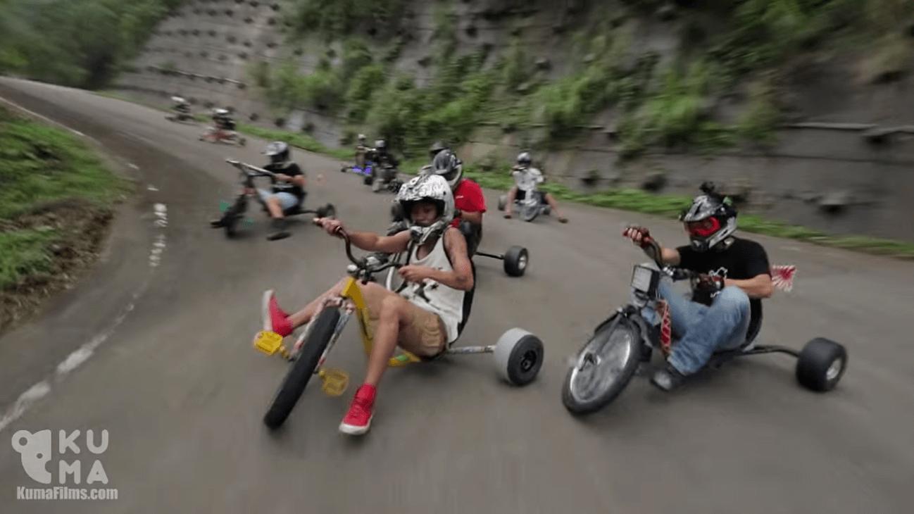 【動画】大の大人たちが三輪車に乗って下り坂でドリフト決めまくる動画