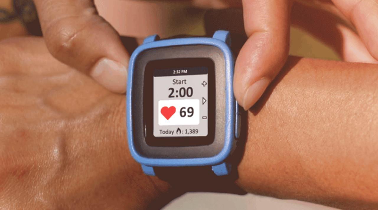 【Pebble】「TYLT VÜ Pulse」Pebble Timeで心拍数の計測機能とQi無線充電機能を利用可能にするベルト