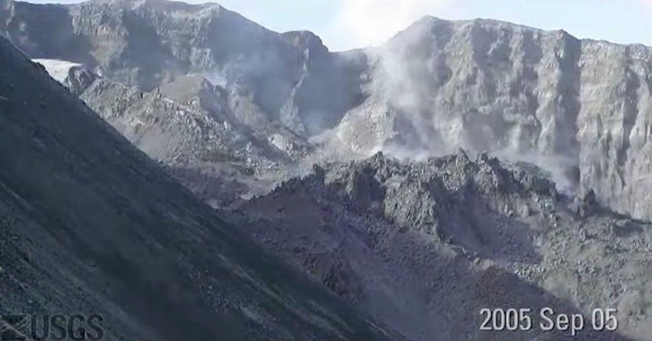 【動画】セント・ヘレンズ山が噴火でモリモリと火山が成長したり崩壊したりするタイムラプス動画