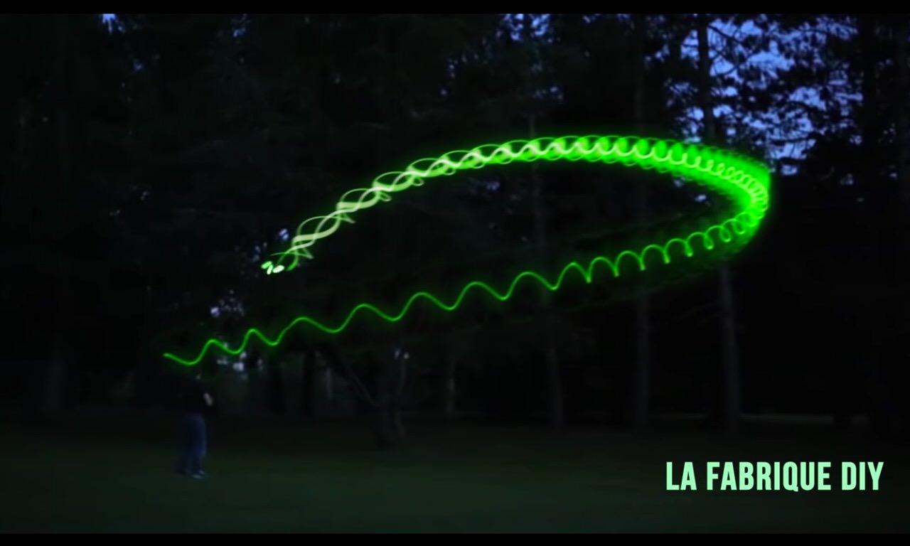 【動画】暗闇で光るブーメランの作り方