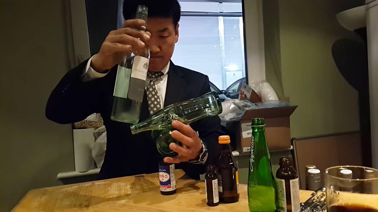 【動画】バランスを取る‥‥ってレベルじゃない気がするぞ!不安なボトルの積み重ね方