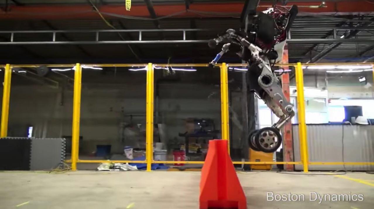 【動画】飛ぶぞ!コイツ!ボストンダイナミクスの二足二輪走行ロボットのバランス感覚