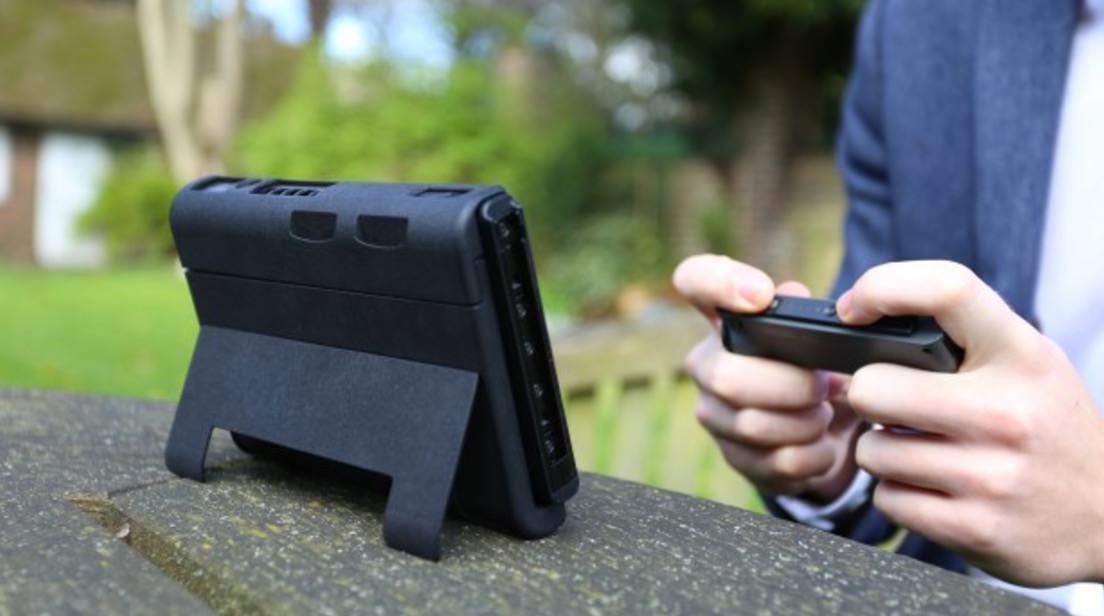 バッテリー一体型のニンテンドー・スイッチ用ケース「SwitchCharge」