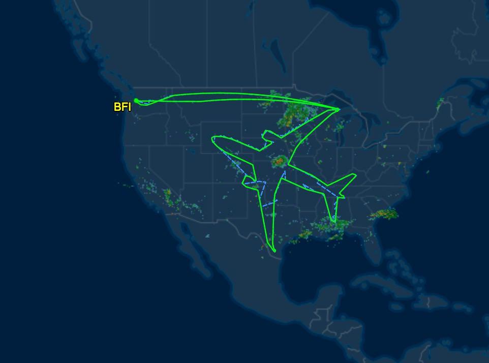 ボーイング787ドリームライナーがアメリカに巨大な飛行機型の軌跡を描く