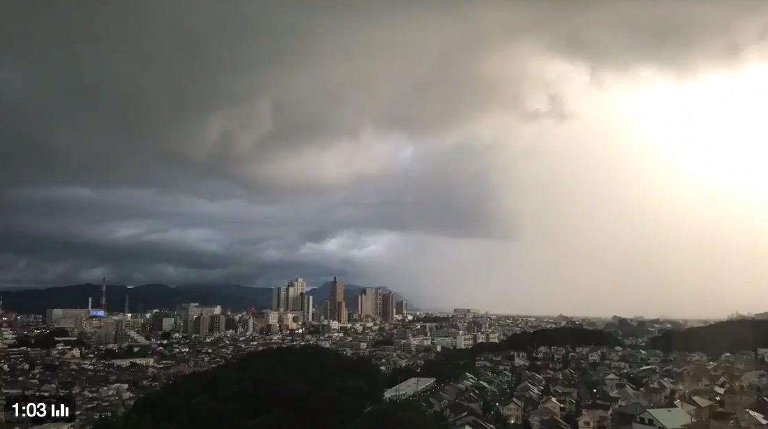 街がゲリラ豪雨に侵食されていく1分14秒のタイムラプス動画