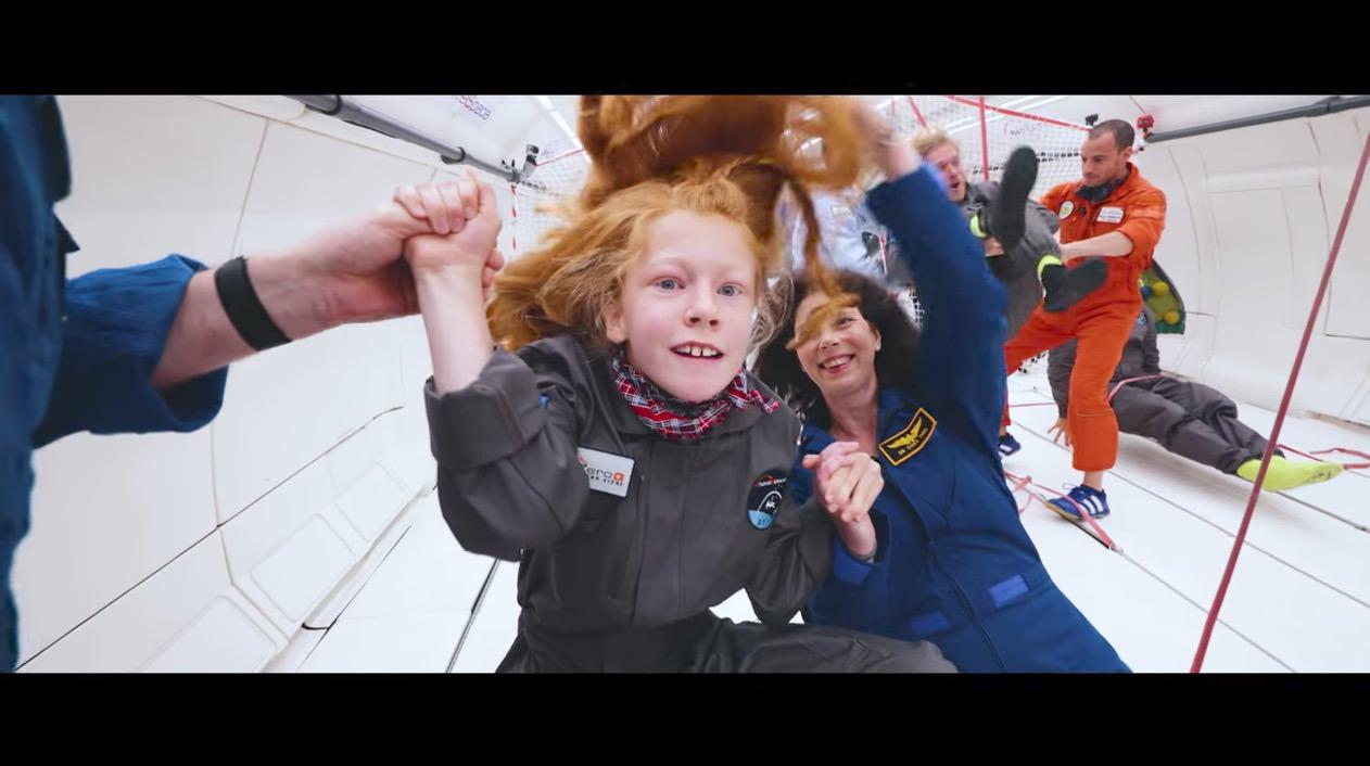 障害を持った子供たちが飛行機で無重力状態を体験‥‥