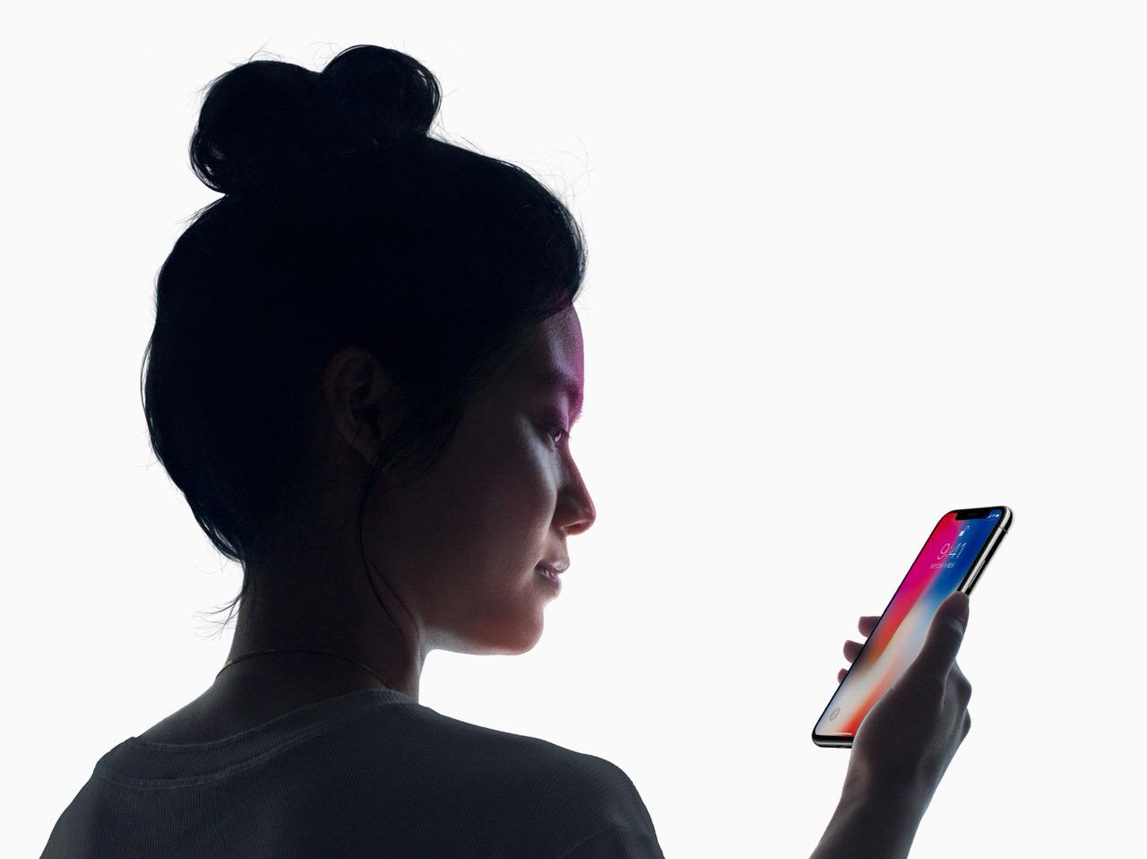 【iPhone X】寝顔でもFace IDが認証してしまう設定「Face IDを使用するには注視が必要」