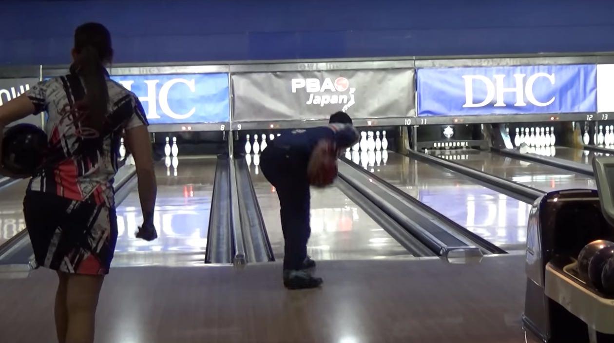 【動画あり】ボウリングの両手投げが注目を集める 〜プロも誕生