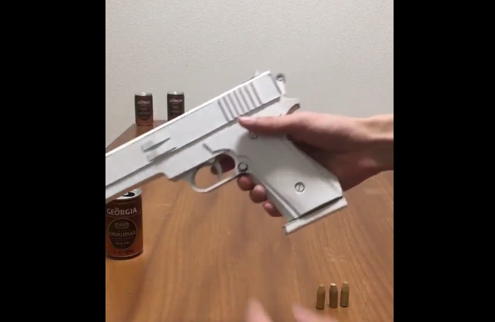 【動画あり】ペーパークラフトで作られた銃の動きが凄い