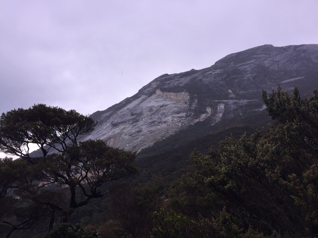 Kota Kinabalu climbing 4077