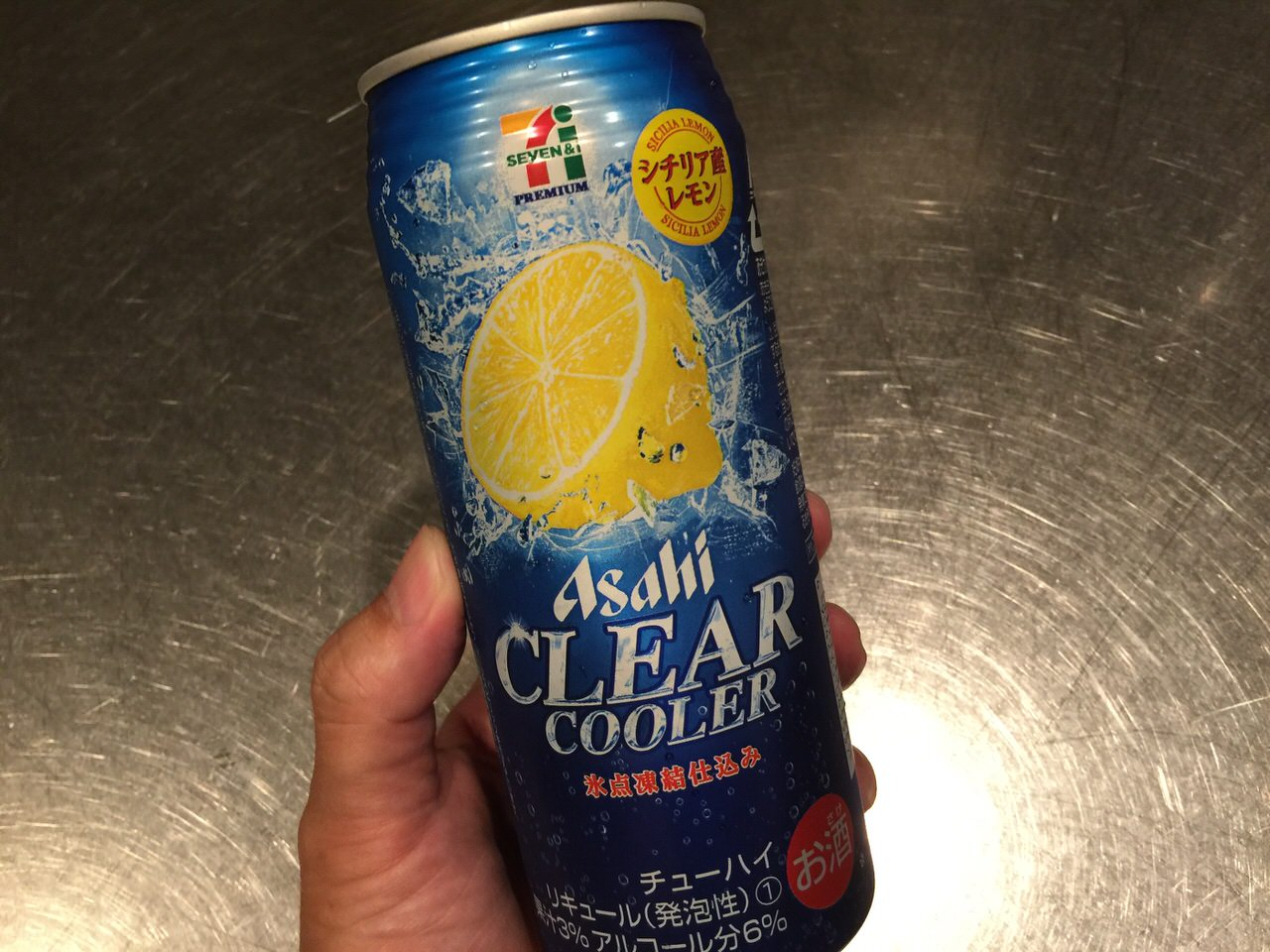 シチリア産レモンという言葉に弱い。セブンイレブンで142円の500ml缶チューハイを買ってみた