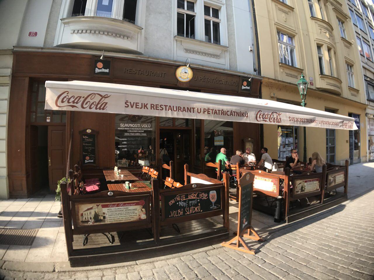 「U Petatricatniku」真っ白いビールの飲み方ができる #プルゼニュ のレストラン #チェコへ行こう #visitCzech