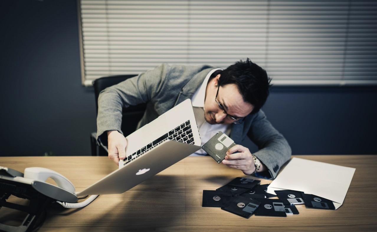 プー ピポパポパピ ピポピポピー ピービーヒョロロロピーブピプーピーガーーーー「IT黎明期あるある」ランキング