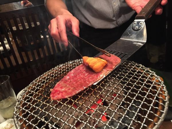 「日本橋焼肉イタダキ(旧クンサンチャーリム)」うに上ロース巻にトリュフ飯で悶絶!肉でトキメキたい人にオススメしたい焼肉店!