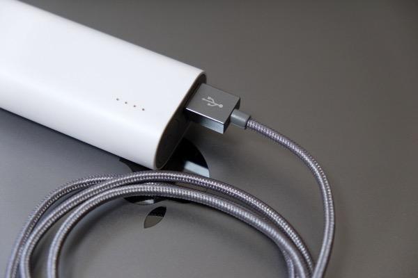 挿すときに裏表を気にしない!USBがリバーシブルな認証Lightningケーブル → ケーブルも編み込みで丈夫そう