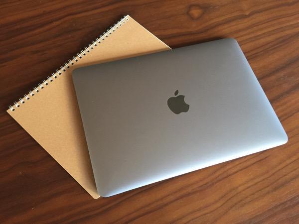 【MacBook】サイズ感はA4 → バッグにA4の入るポケットがあれば収納可能