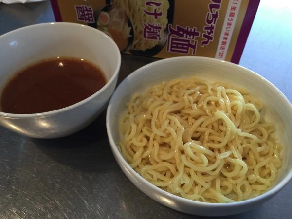 「マルちゃん 正麺 つけ麺 魚介醤油」これ本当にインスタントか!?あまりの美味さに一口目で笑いました