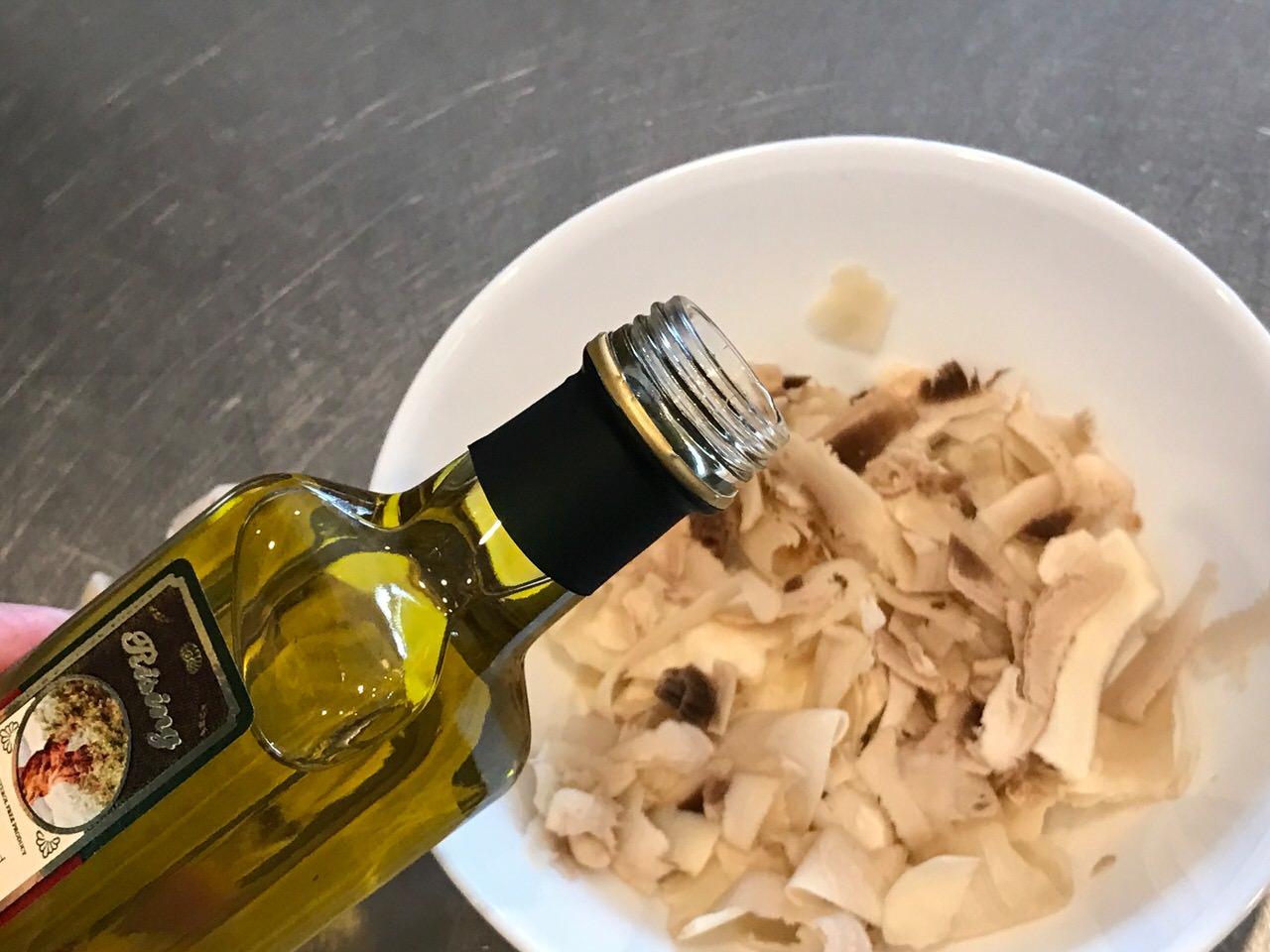 Mashroom oliveoil salt 1574