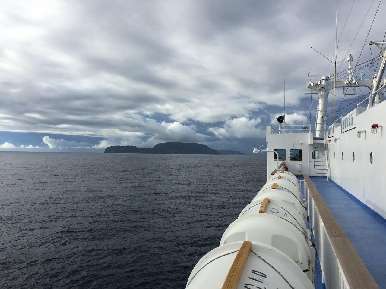 【新島の行き方】大型客船で1泊しながら行く場合