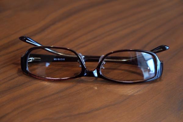 メガネの周りに酸素と水蒸気を増加させる「酸素メガネ」を試してみた → 確かに目の疲労は軽減される気がする【PR】