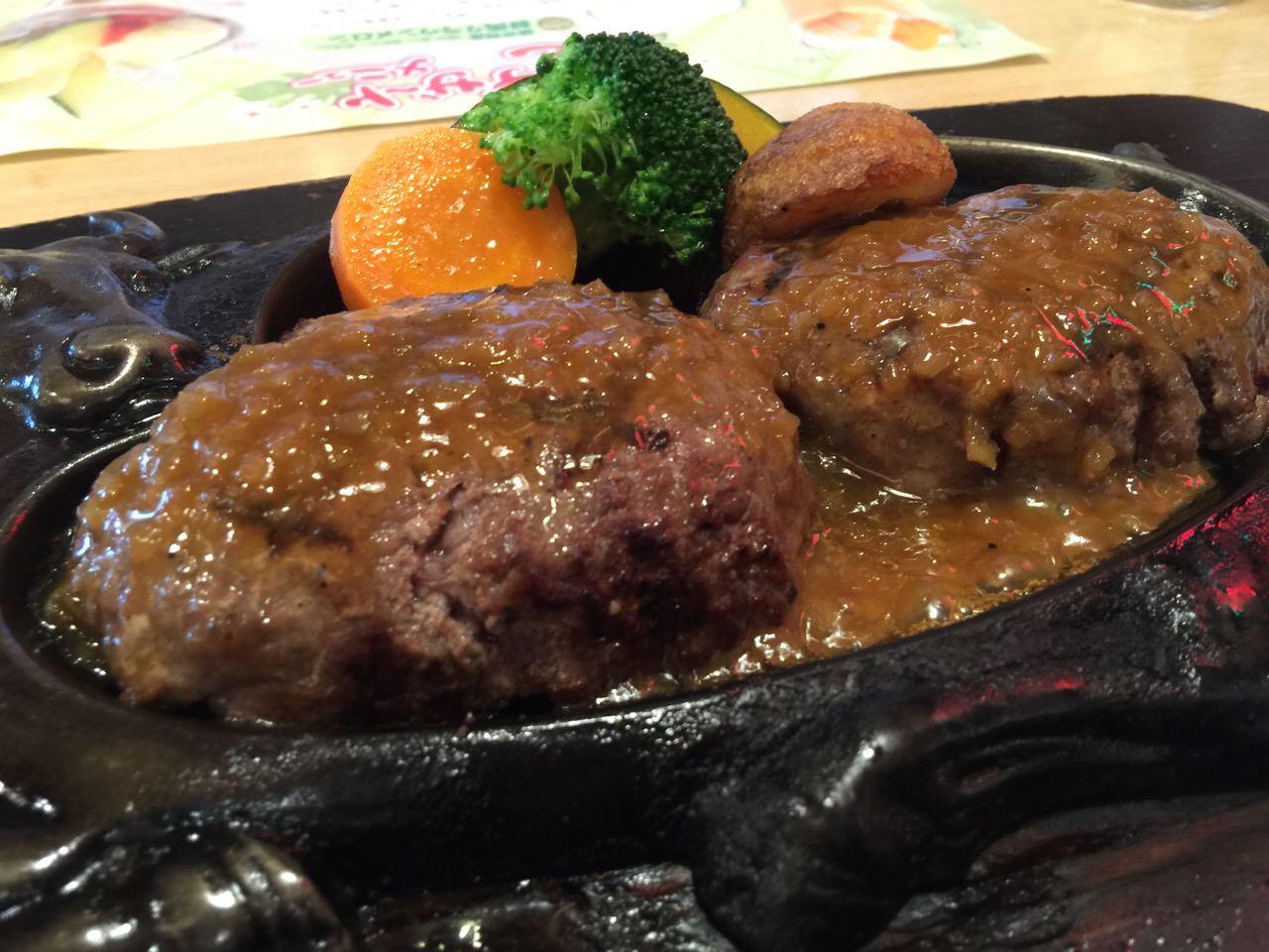 静岡を訪れたら「さわやか」だ!レアレアの赤い炭焼きハンバーグは食べないと語れない → これまで行ってなかったことを後悔するレベルで美味い