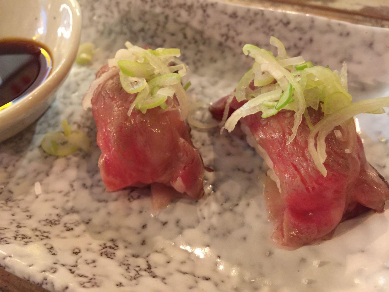 「ししや(那覇)」石垣牛の肉寿司が1貫100円で食べられるウマー