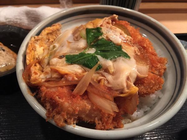 「とんかつ鈴新(四谷)」かつ丼三兄弟の次男サクサクのかけかつ丼を食す!