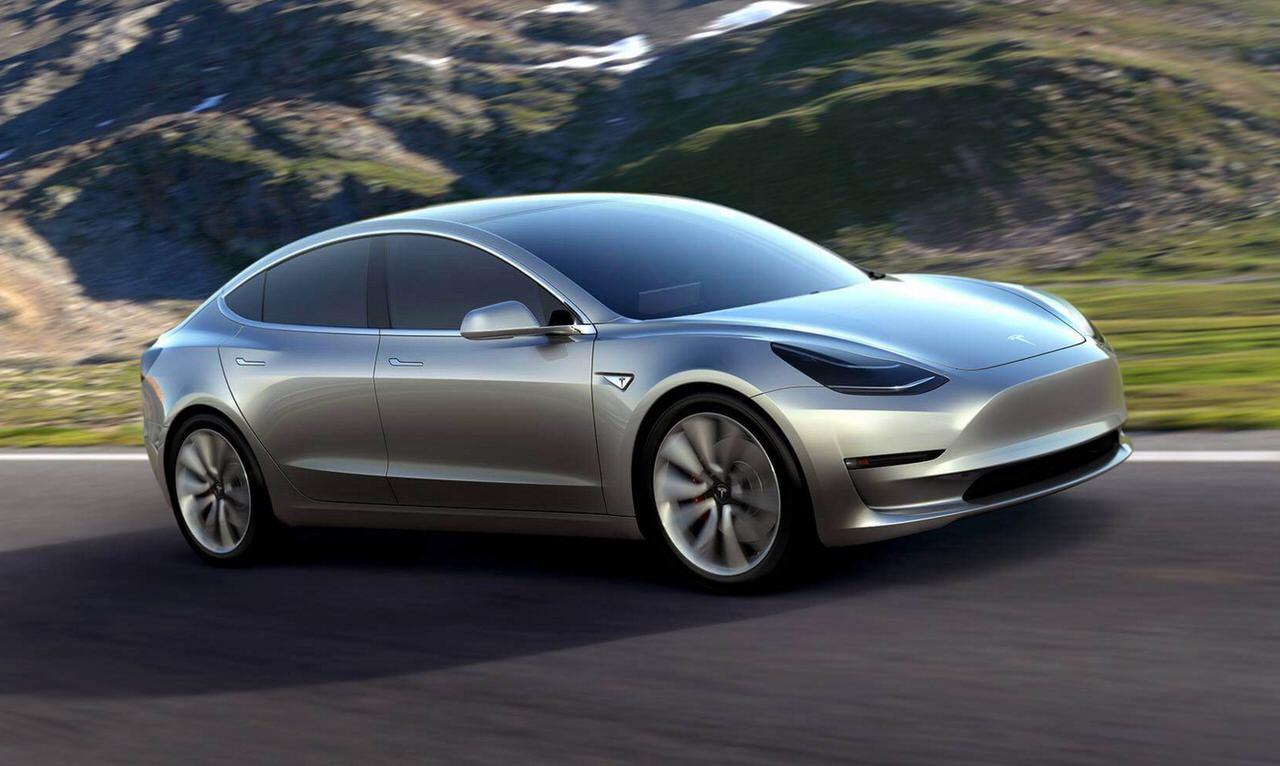 1回の充電で日産リーフの2倍となる345kmを走行できるテスラの低価格電気自動車「テスラ モデル3(Tesla Model 3)」