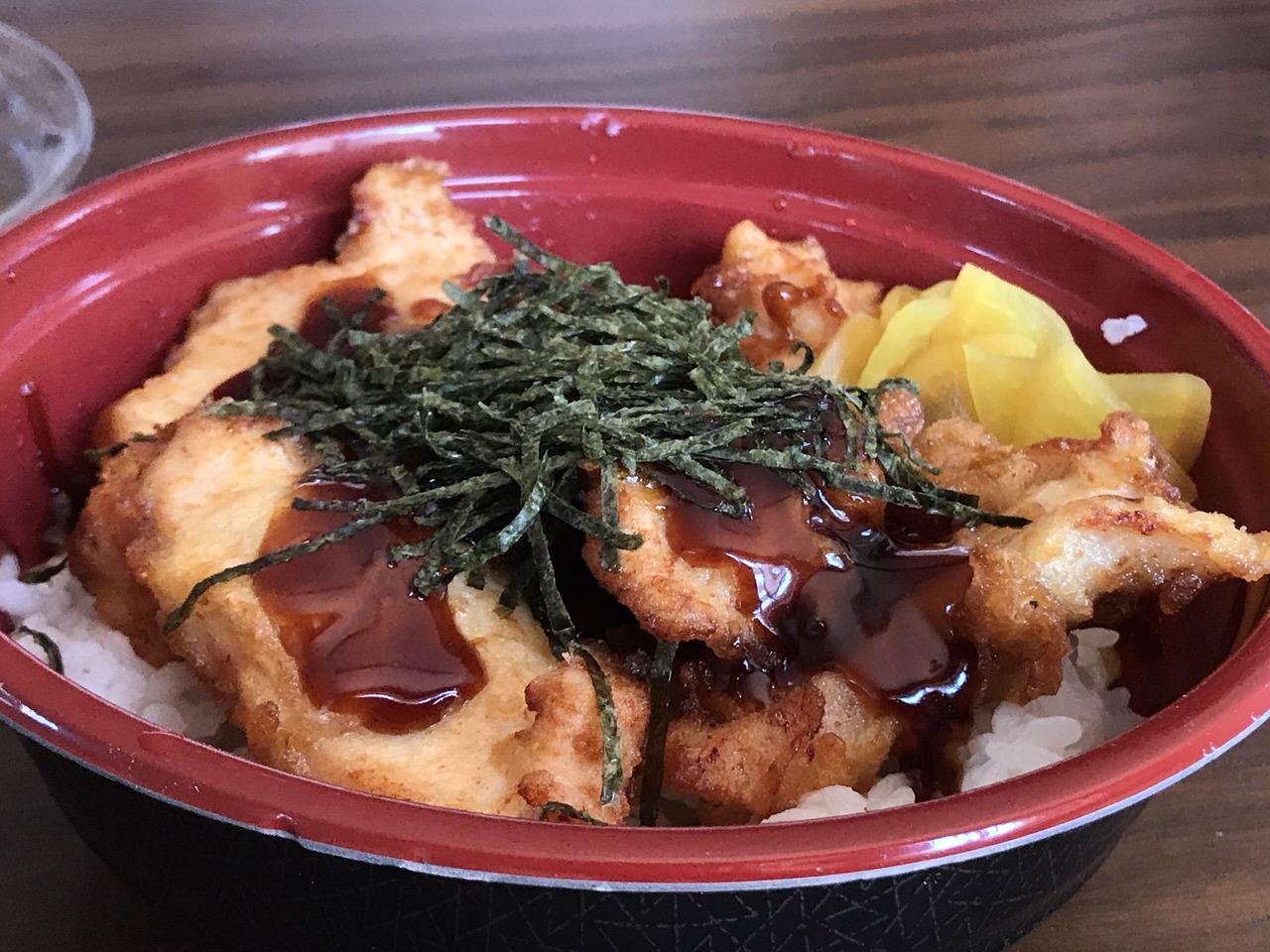 【鶏笑】新メニュー「鶏天丼」天丼のタレ・おろしソース・黒酢ソースが選択可能
