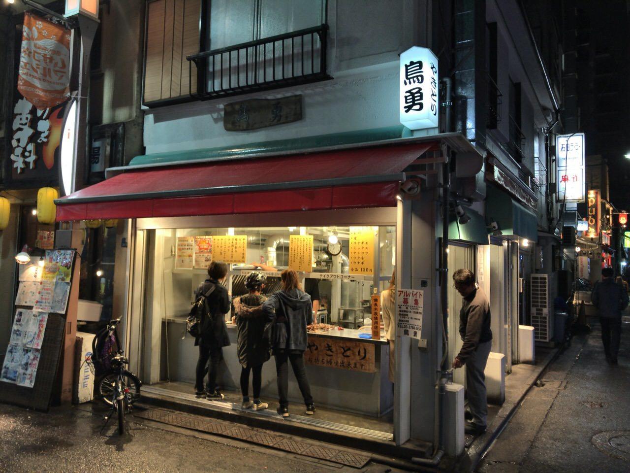 「鳥勇 一番通り店」食べた串の数でお会計する焼鳥立ち呑みスタイル