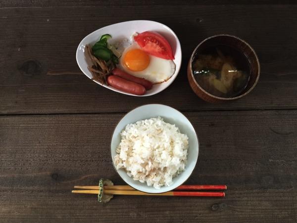 「つきのわ(那覇)」ゲストハウスの木陰で食べる500円の超シンプルな朝食がラブリー♪