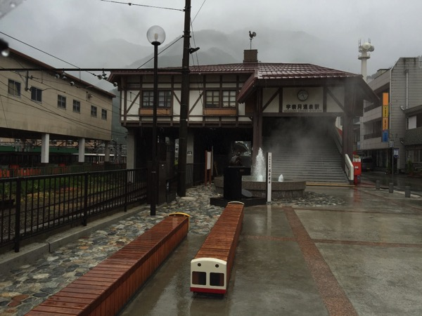 宇奈月温泉駅の駅前には温泉噴水がある 〜宇奈月の由来とは? #富山プレスツアー