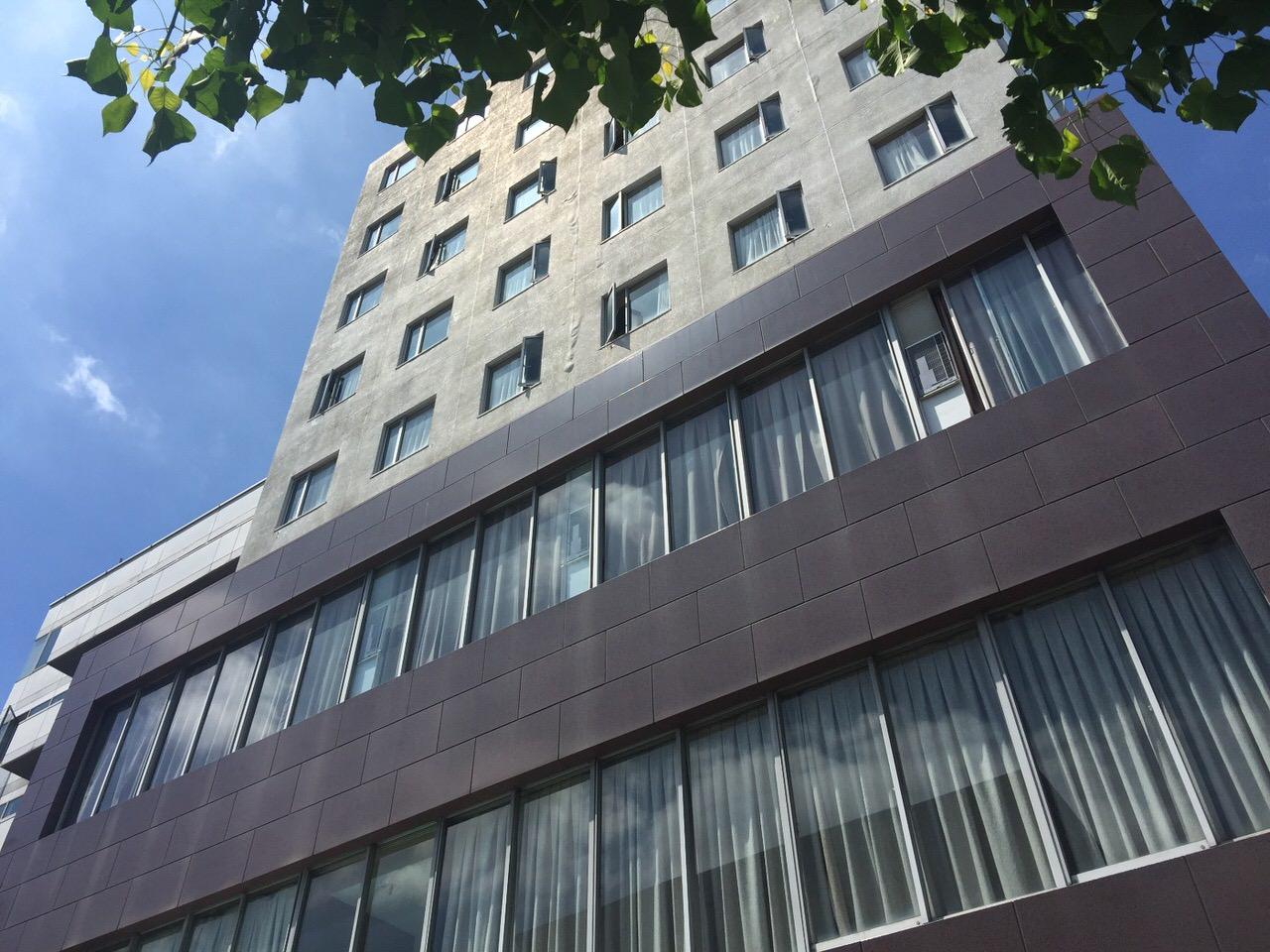 「静岡ビクトリヤホテル」目の前がバス停がありつつも駅まで徒歩圏内のビジネスホテル