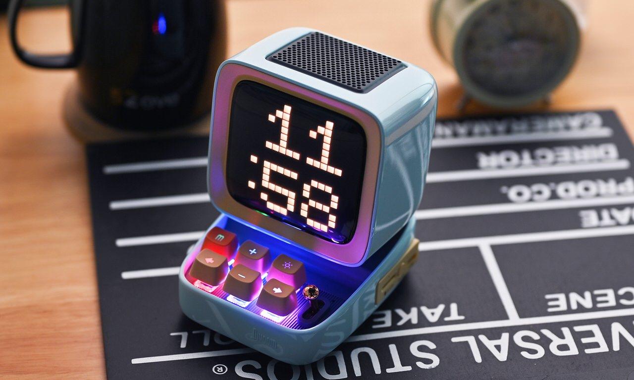 作成したピクセルアート表示/音声メモ/DJミキサー/SNS通知/ミニゲームなど搭載したBluetooth小型スピーカー「DITOO PLUS」
