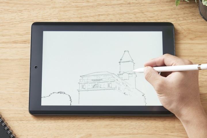 何度でも付け外しができるエレコムの着脱式ペーパーライクフィルム「iPad用着脱式ペーパーライクフィルム」発売