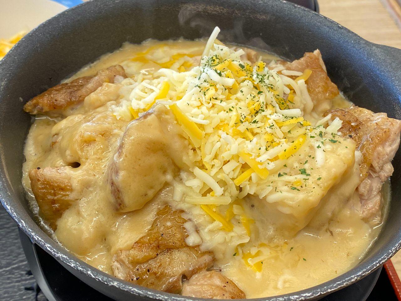 【松屋】復活した「シュクメルリ鍋」ニンニクチーズにさらに追いチーズ!最後の一口まで美味すぎた! 04
