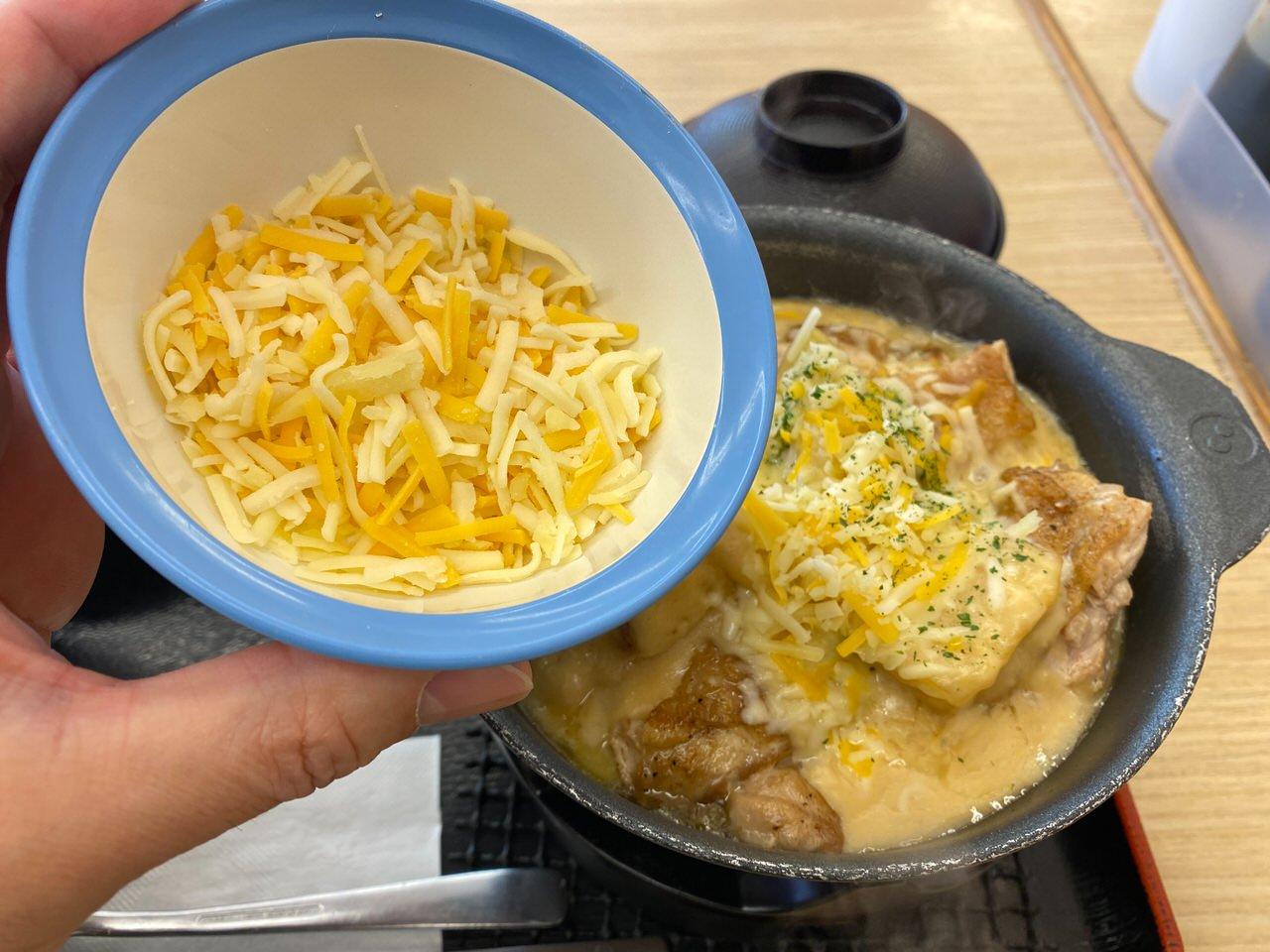 【松屋】復活した「シュクメルリ鍋」ニンニクチーズにさらに追いチーズ!最後の一口まで美味すぎた! 06
