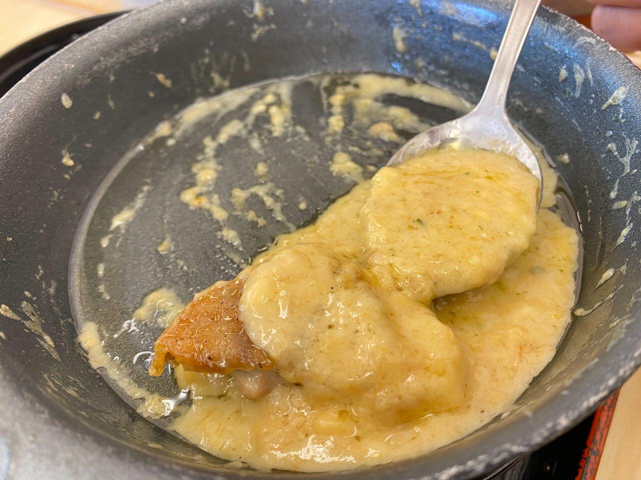 【松屋】復活した「シュクメルリ鍋」ニンニクチーズにさらに追いチーズ!最後の一口まで美味すぎた! 13