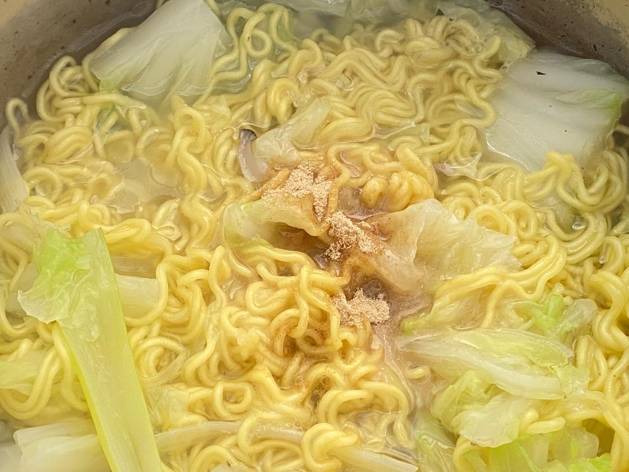 ローソンストア100で購入した寿がきやの袋麺「スガキヤラーメン」和風とんこつは毎日食べられる優しき味 5