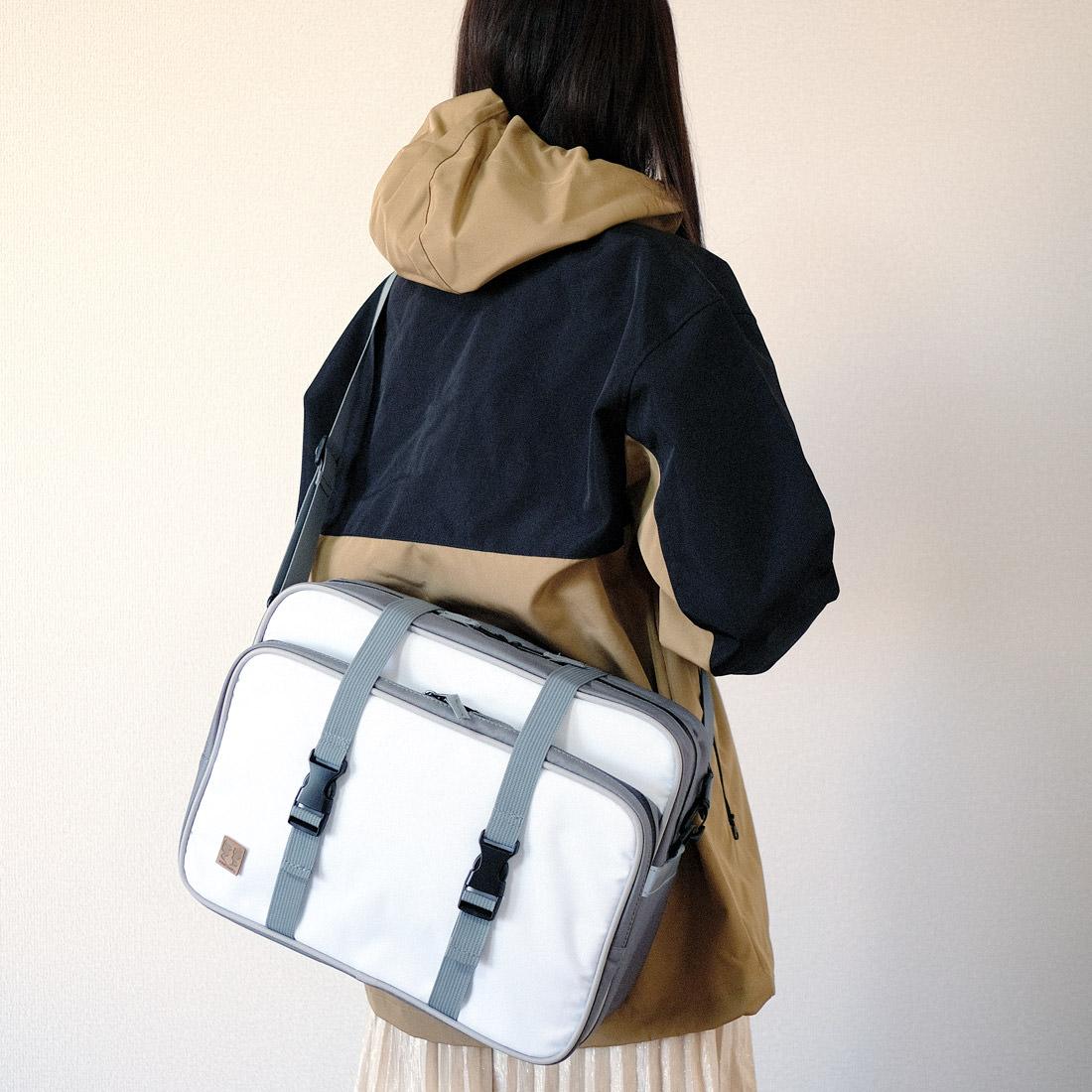 【ゆるキャン△】劇中に登場したリンちゃんのサイドバッグ、ボアパーカー、なでしこのショルダーバッグなどがヴィレヴァンオンラインに登場