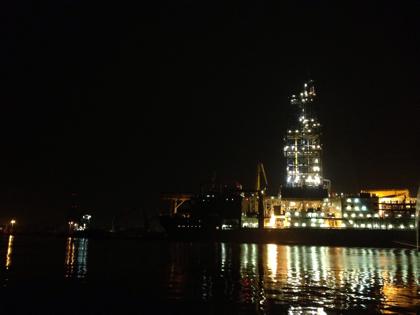 科学掘削船「ちきゅう」夜の海から激写した全記録!(八戸)
